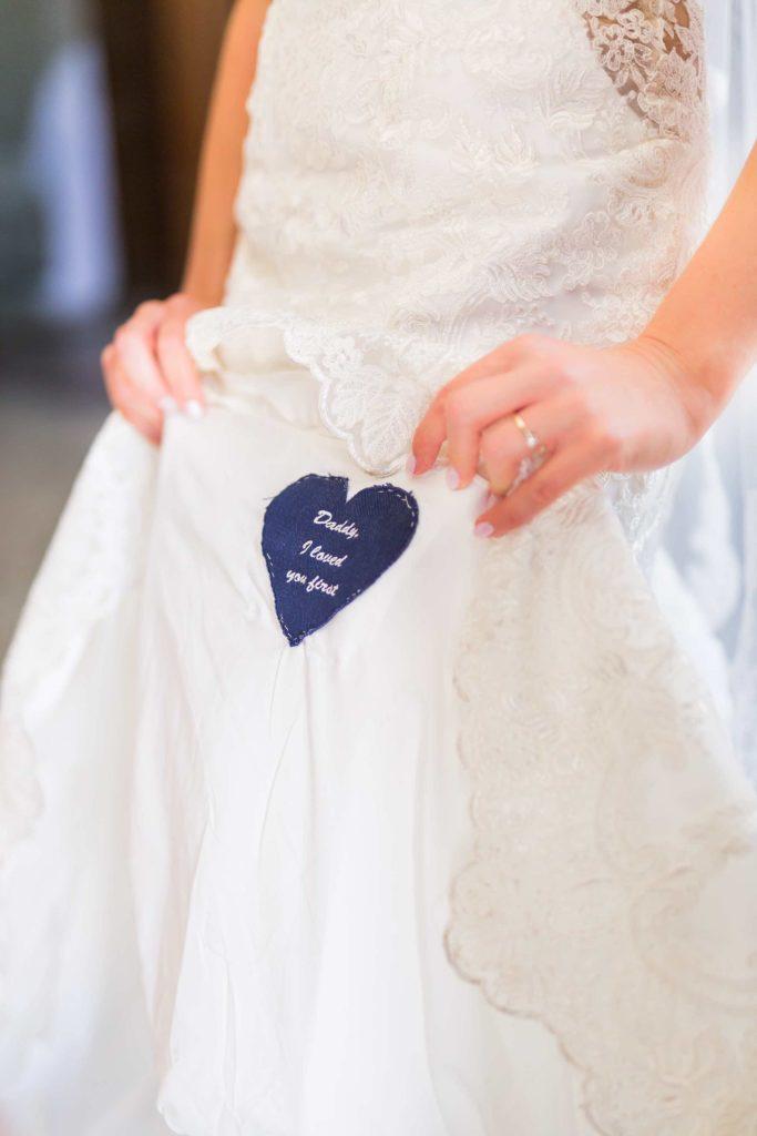 witziges Detail im Hemd des Brautvaters
