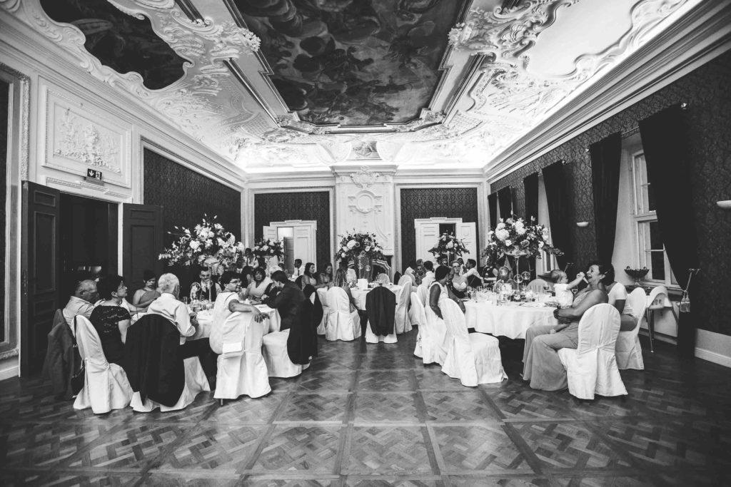 Blick in den gutgefüllten barocken Festsaal