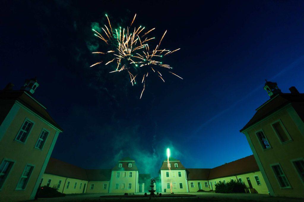 Feuerwerk am Himmel über Schloss Hohenpriessnitz