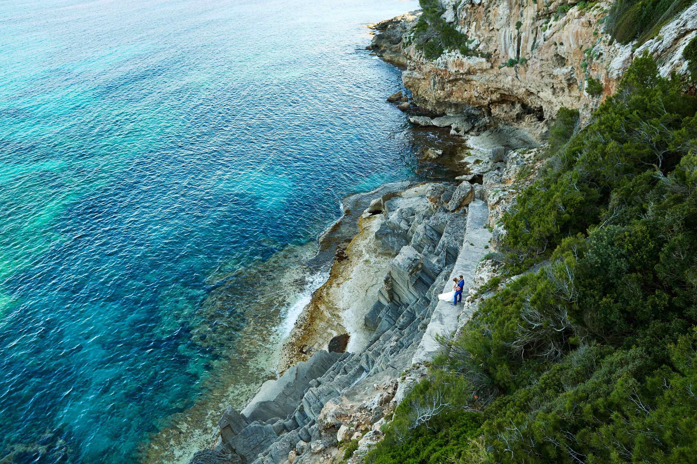 Brautpaar an der Küste Mallorcas